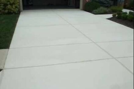 this is a picture of concrete driveway installation in tracy, ca